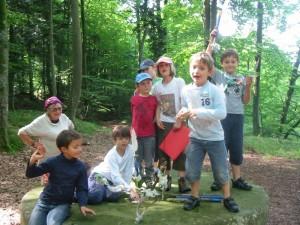 A la clairière des elfes, ça s'amuse et ça étudie les arbres ! L'après-midi, on s'intéresse à quelques arbres selectionnés.